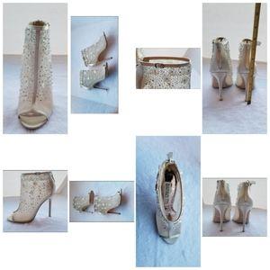 BADGLEY MISCHKA Lace booties cocktail heels